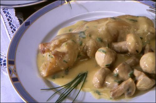 """À présent, nous cuisinerons des pieds de veau """"sauce poulette"""". De quoi est- elle composée ?"""