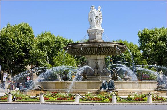 Ville natale de Paul Cézanne, cette ville thermale des Bouches-du-Rhône, avec 140 monuments historiques classés ou inscrits, est la ville la plus riche en patrimoine après Paris.