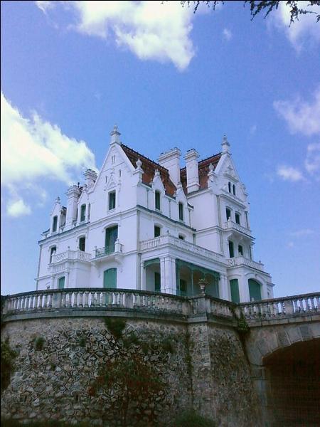 Le château de Valmy, de style Art nouveau, typique de la Belle Époque, est bâti sur les hauteurs de cette ville des Pyrénées-Orientales.