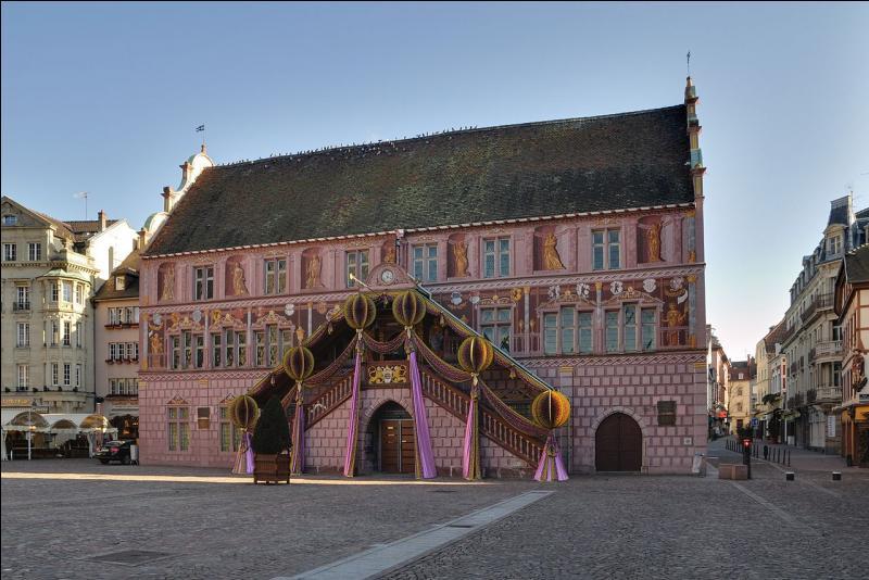 """""""Cité de l'automobile"""", """"cité du train"""", cette ville du Haut-Rhin est encore surnommée la """"cité du Bolwerk""""."""