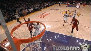 En basket, quelle action consiste à reprendre une passe en vol pour aller dunker ?