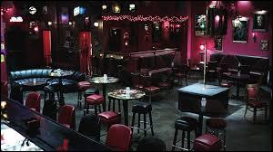 Dans la série True Blood, quel est le nom du bar à vampires dirigé par Eric ?