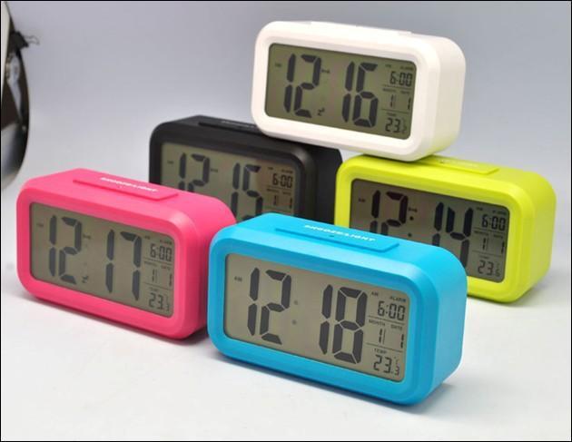Mon réveil avance de 3 sec en l'espace de 5 min. On le met à l'heure à dix heures du matin. Quelle heure marquera-t-il lorsqu'il sera 15 heures ?