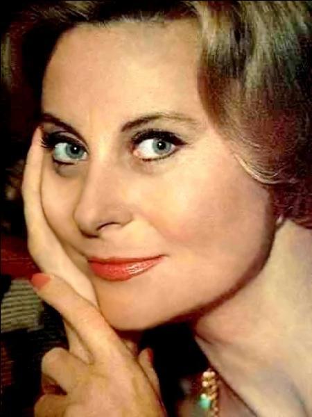 """Le 29 février 1920 : naissance de ..., actrice française mise en vedette dans le film """"Le Quai des brumes"""" avec Jean Gabin, Michel Simon et Pierre Brasseur."""