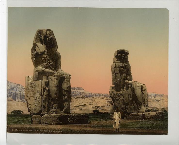 Il ne reste que ces deux colosses du somptueux temple funéraire édifié pour le pharaon Aménophis III. Comment se nomment-ils ?