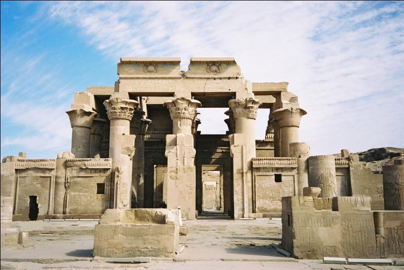 Quel est ce temple au nord d'Assouan où des momies de crocodiles sont exposées ?