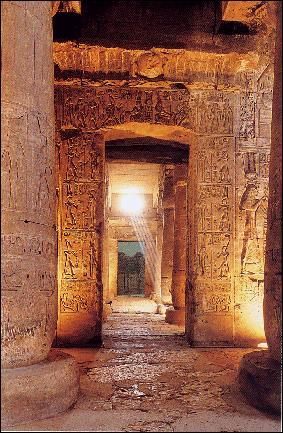 Dans quelle ville antique très ancienne se trouve le temple dédié au culte du dieu Osiris ?