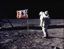 Qui est le premier homme à avoir marché sur la Lune ?