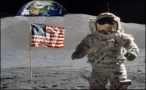 Pourquoi le drapeau se trouvant sur la Lune est-il rigide ?