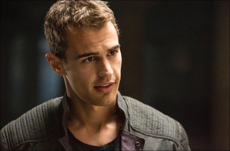 Qui Tobias retrouve-t-il chez les sans-factions ?
