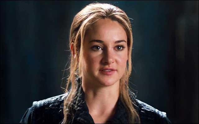 Qui Tris sauve-t-elle sur le toit ?