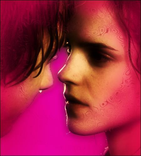 Dans quel tome Ron et Hermione sont-ils enfermés ensemble dans une cabine de toilette, avant d'être surpris par un Harry qui maque de tact ?