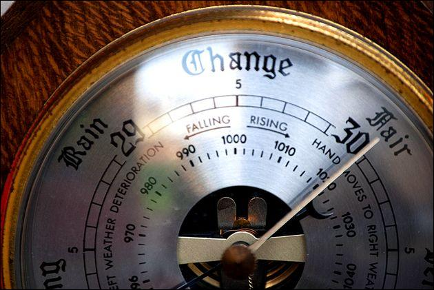 Comment s'appelle l'instrument de mesure qui permet de mesurer la pression atmosphérique ?