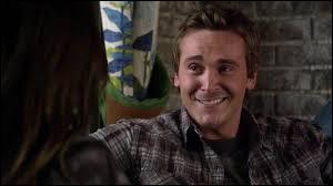 Qui Zack drague lors des préparatifs de son mariage avec Ella ?