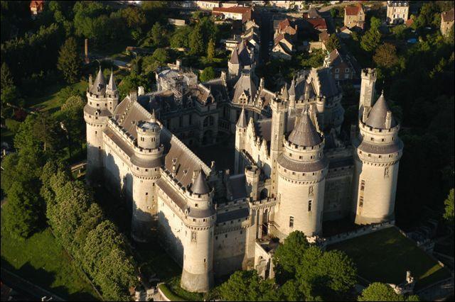 """[Langues étrangères] Retrouvez la bonne orthographe du mot """"château"""" traduit en espagnol :"""