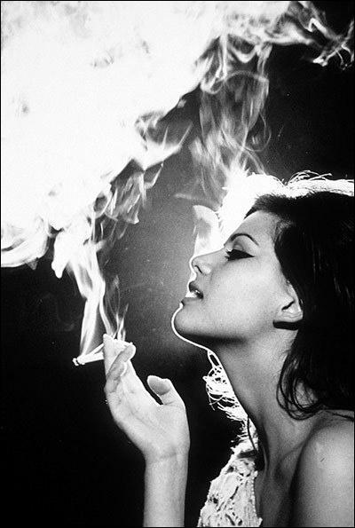 """Qui chantait Elle fume fume fume, même au petit déjeuner"""" ?"""