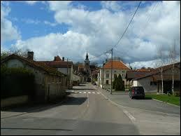 Nous traversons le village champardennais de Doulevant-le-Château. Nous nous trouvons dans le département ...