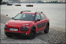 Voici une voiture qui plairait à Jacques Dutronc. Quel est son nom ?