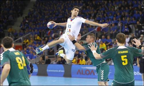 Lui aussi joueur de Montpellier, Mathieu Grébille a remporté son premier titre mondial cette année, malheureusement pour lui son aventure s'est terminée prématurément avec une blessure à l'épaule contractée en demi-finale face à ___.