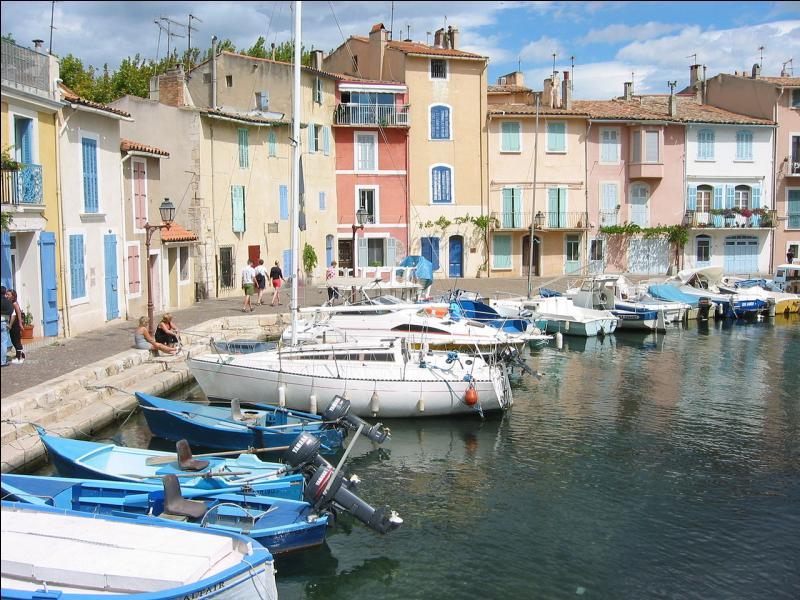 """Dans les Bouches-du-Rhône, la """"Venise provençale"""" s'étend sur les rives de l'étang de Berre, de part et d'autre du canal de Caronte qui relie l'étang à la mer Méditerranée. Vous pouvez déguster la poutargue ou caviar martégal à..."""