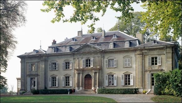 Pour visiter le château de l'écrivain et philosophe François Marie Arouet, en pays de Gex, dans le département de l'Ain, il faut se rendre à...