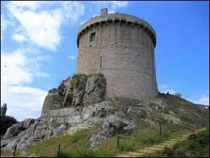 Cherchez la tour du maître au château.