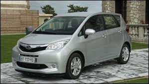 Jumeau du Toyota Verso S, celui-ci se nomme ...