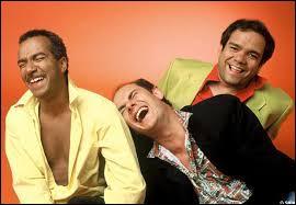 Les Inconnus est un célèbre et populaire trio de comiques formé au début des années 80. Saviez-vous qu'au départ, ce groupe d'humoristes était composé de cinq membres ? D'ailleurs, l'un des deux membres ayant quitté le navire n'est autre que :