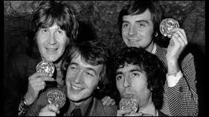 Cette bande de saltimbanques s'est formée en 1966. Elle était composée de Gérard Filippelli, Luis Rego, Jean Sarrus, Jean-Guy Fechner et Gérard Rinaldi. Cette joyeuse troupe s'appelle :
