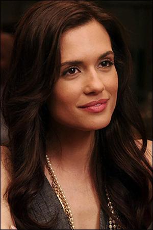 Avec qui est fiancée la sœur de Spencer, Melissa Hastings ?