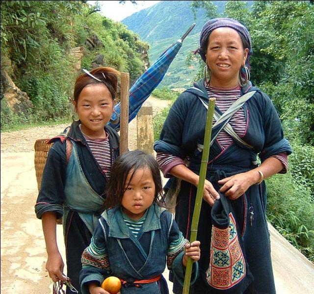 Quelle est la raison de la persécution des hmong au Laos ?