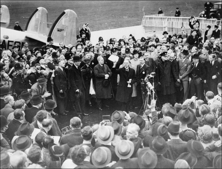 Comment s'appellent les accords qui constitueront l'ultime reculade de la France et du Royaume-Uni vis-à-vis des revendications territoriales d'Hitler avant la guerre ?