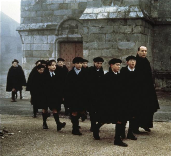 Dans quel film, François Berléand incarne-t-il le père Michel, professant dans un pensionnat catholique de garçons sous l'occupation ?