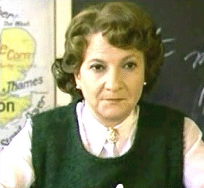 """Quelle matière enseigne Marthe Villalonga, dans le lycée fréquenté par les deux héroïnes du film de Diane Kurys, """"Diabolo Menthe"""" ?"""
