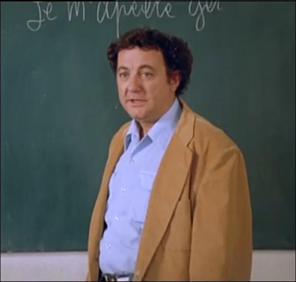 """Avant de devenir instituteur, quel métier exerçait Gérard Barbier, rôle interprété par Coluche dans """" Le Maître d'Ecole """" ?"""