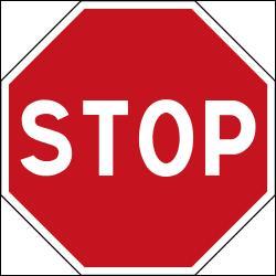 Etape 4 : intersection et priorité. Après un stop, le conducteur s'arrête. De quel côté doit-il ensuite céder la priorité ?