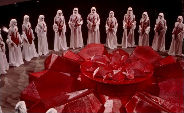 En 2274, les humains sont euthanasiés à l'âge de 30 ans lors d'une cérémonie appelée le « Carrousel ». Suis-je la seule à me souvenir du titre de ce film sorti en 1976 ?