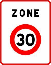 Dans cette zone 30, la vitesse des véhicules motorisés est limitée à 30 km/h. Les trottoirs sont maintenus pour les piétons. Où allez-vous traverser la chaussée ?
