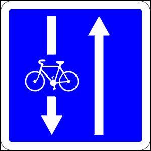 On peut rencontrer ce panneau au bord des voies à sens unique, dans les zones 30 et les zones de rencontre. Que signifie-t-il ?