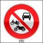 Le panneau B7b interdit la circulation à tous les -------.