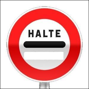 3 panneaux imposant l'arrêt sont conformés comme celui-ci avec la mention « halte » au-dessus de barre horizontale noire. Quels sont-ils ?