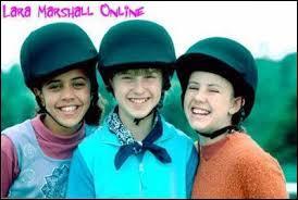 Comment les trois filles sont-elles devenues meilleures amies ?