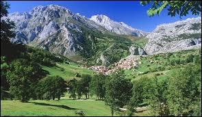 Cette photo représente le parc national des Pics d'Europe situé en :