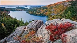 Son littoral découpé, ses monts et ses forêts aux magnifiques couleurs automnales font le charme du parc national d'Acadia, mais où se situe-t-il ?
