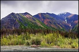 Dans quel pays situez-vous le parc national de Kluane, zone très peu explorée et abritant de nombreux sommets de plus de 5000 mètres ?