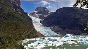 Voici le spectaculaire glacier Serrano dans le parc national Bernardo O'Higgins. Vous pourrez peut-être le contempler lors de votre prochain voyage :