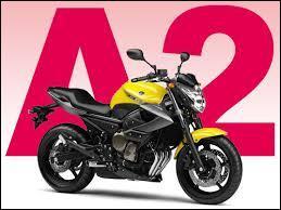 Faut-il être majeur(e) pour se présenter à l'examen du permis A2 permettant de conduire une moto à puissance intermédiaire ?