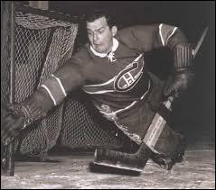 """Années 1940. Seul gardien ambidextre de tous les temps, il pouvait utiliser son bâton avec les deux mains. Cette habileté lui permit de remporter le Trophée **** à six reprises et ce, en seulement sept ans. Il effectua ce tour de force avec les """"Canadiens de Montréal"""". Il s'agit de..."""