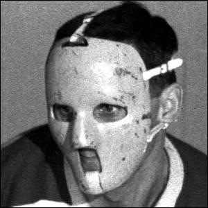 Années 50-60 : Majoritairement connu pour être retourné au jeu après avoir reçu une rondelle sur le visage (aïe) et pour avoir été le premier gardien à porter le masque de façon régulière, il ne faut pas oublier les statistiques impressionnantes de ce virtuose. Il remporta six Coupes Stanley dont cinq de suite (un record), sept Trophées **** et un Trophée Hart (le premier gardien à l'obtenir).