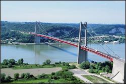 Quel est ce pont suspendu sur la Seine entre l'Eure et la Seine-Maritime, construit en 1959 d'une longueur de 1420 mètres ?